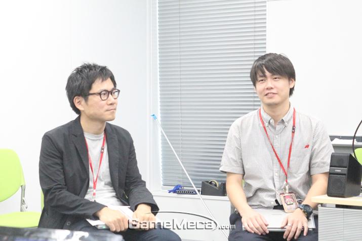질문에 답하는 사타케 치프 프로듀서와 마타노 프로듀서 (사진출처: 게임메카)