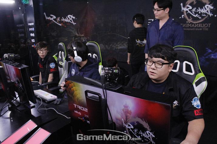 형제팀을 상대로 압도적인 경기력을 선보인 GC 부산 블루 (사진: 게임메카 촬영)