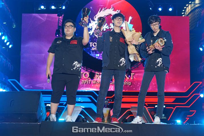 '블소 토너먼트 2017 월드 챔피언십' 우승팀 GC 부산 블루 (사진: 게임메카 촬영)