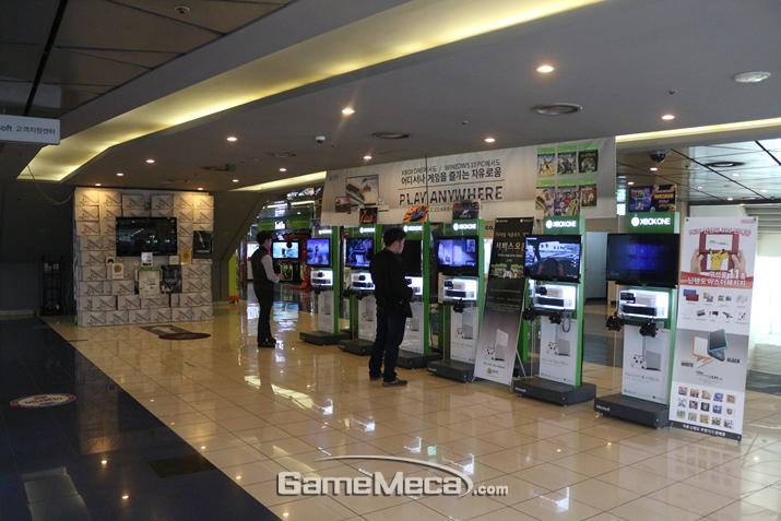 이 공간이 모두 'Xbox One X'로 채워질 예정 (사진출처: 게임메카 촬영)