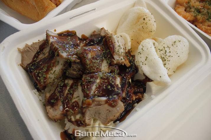 돼지고기 바베큐 덮밥