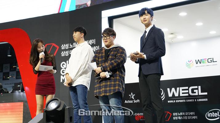 '마인크래프트' e스포츠 사회를 맡은 인기 스트리머 '악어'(오른쪽) (사진: 게임메카 촬영)