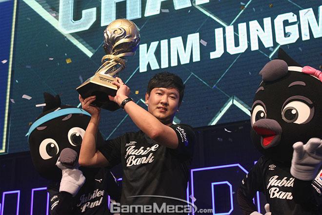 피파온라인3 챔피언십 2회 연속, 통산 3회 우승 대기록을 세운 김정민