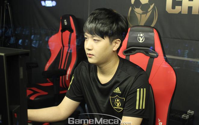 첫 경기에서 승리한 임진홍