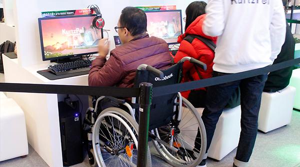 모두의 게임쇼 지향하는 지스타, 휠체어 타고 와도 편할까?